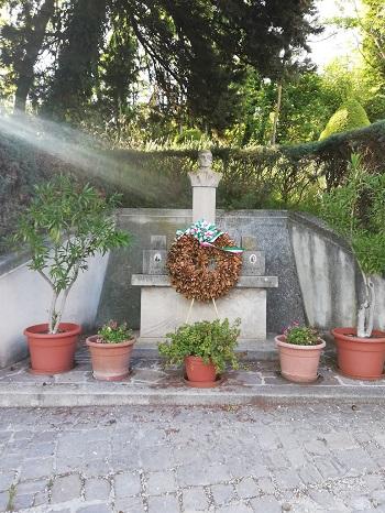 Lapide commemorativa don Enrico Pocognoni